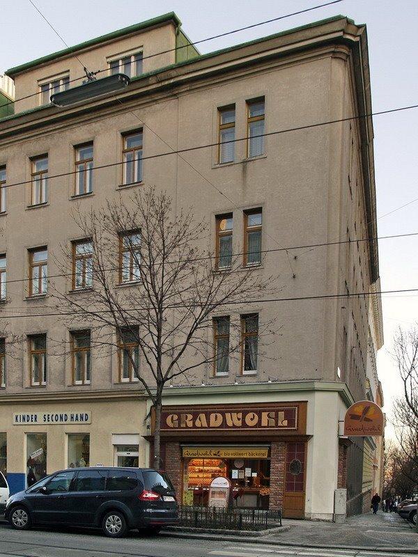 Döblinger Hauptstraße, with a mirrored capital O.
