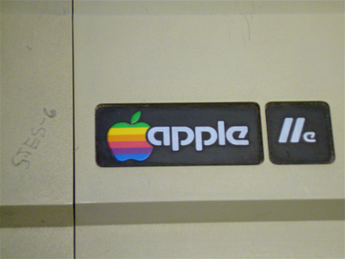 From 1977–84 the Apple logo was set in a modified Motter Tektura. This image is a recreation by a Wikipedia user.