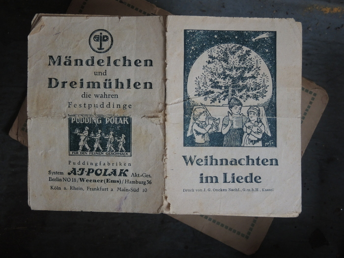"""This edition is set in Erbar-Mediäval lichtfett (1922) and Genzsch-Antiqua (1906–1910). It was printed by J.G. Oncken Nachf., G.m.b.H., Kassel, probably in the 1920s. The ad on the back cover mentions two of Polak's pudding brands, """"Mändelchen"""" and """"Dreimühlen""""."""