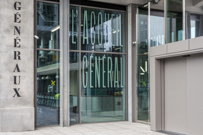 Magasins Généraux window signs 13
