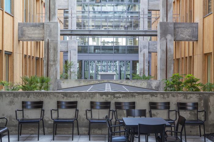 Magasins Généraux window signs 12