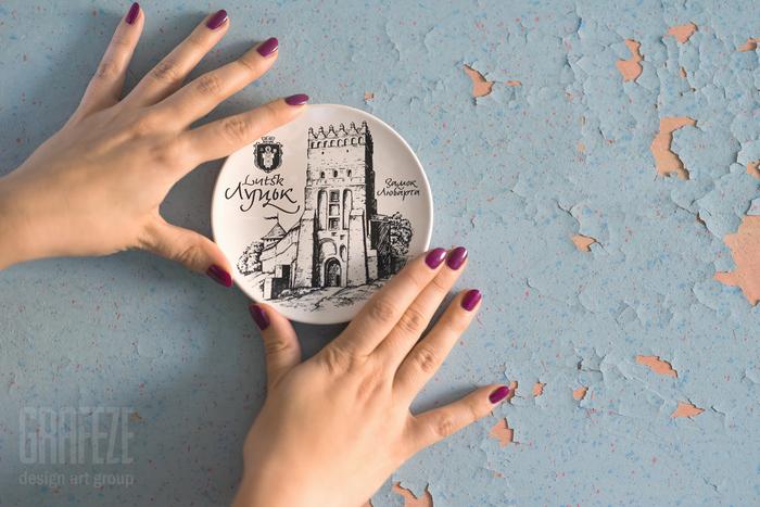 Lutsk set of decorative plates and postcards 1