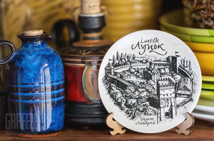 Lutsk set of decorative plates and postcards 2