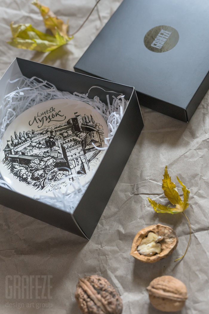 Lutsk set of decorative plates and postcards 4