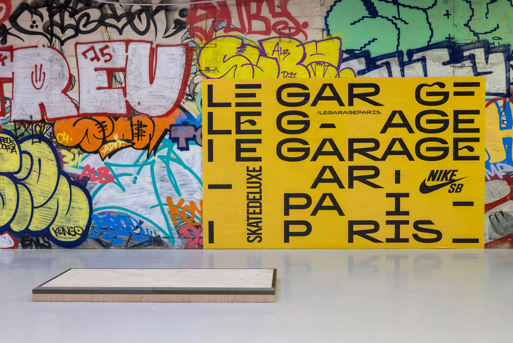 le garage paris fonts in use. Black Bedroom Furniture Sets. Home Design Ideas
