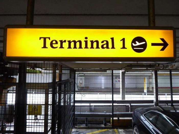 Heathrow Airport signs (2005–09) 6