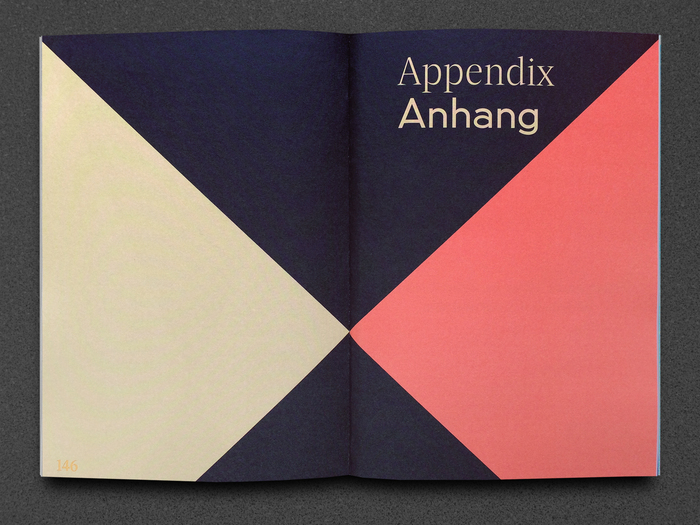 The opening page for the appendix combines Damien Display Light for English with U8 Medium for German.