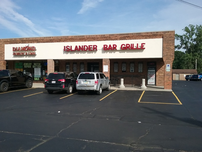 Islander Bar Grille 3
