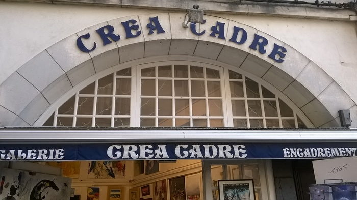 Galerie Crea Cadre. In this case, the letter C of Pretoria(n) is different on the vault and on the awning.