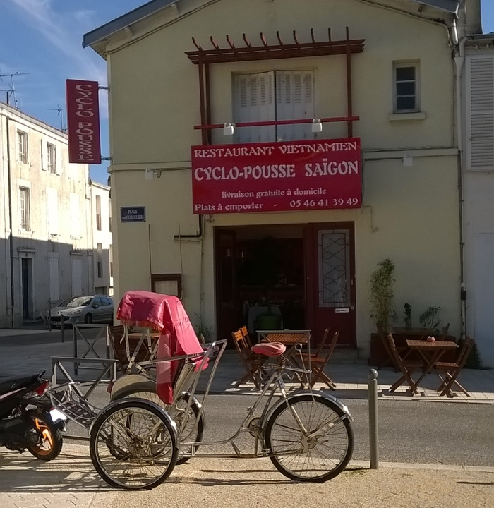 Vietnamese restaurant Cyclo-Pousse relies on French classic Auriol, and (mis)uses it in stacked and stretched letters (left).