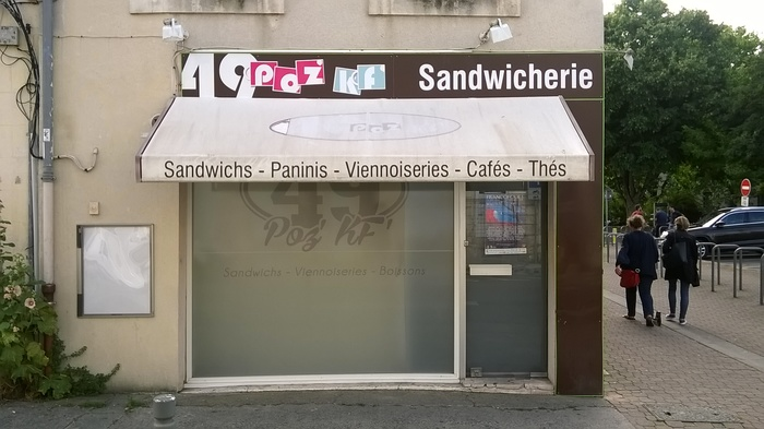 The logo of the 49 Poz' K' Sandwicherie is another example for Blippo Black.