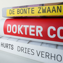 <cite>Scratching Where It Hurts /</cite> <cite>Dokter Corrie geeft antwoord</cite> / <cite>De Bonte Zwaan</cite>