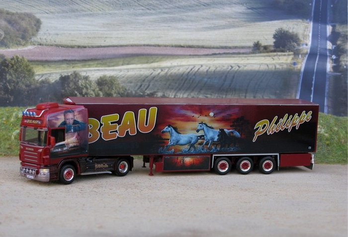 Miniature replica made by nationale20 in 2010. See the original truck in BonsaiTruck's Flickr stream.