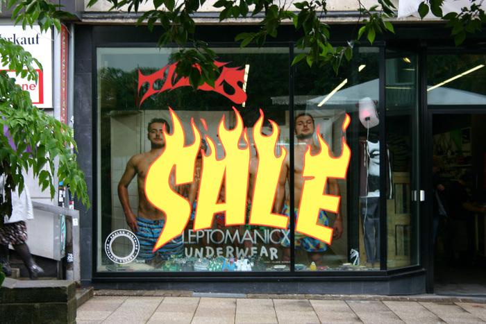 """Sale"" window display at Titus, Kassel"