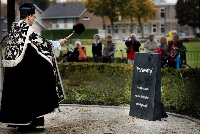 War Memorial in Geffen, NL 3