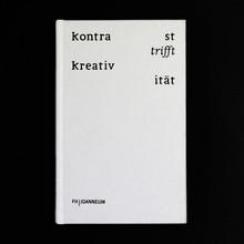 <cite>Kontrast trifft Kreativität trifft Wort trifft Warten</cite>