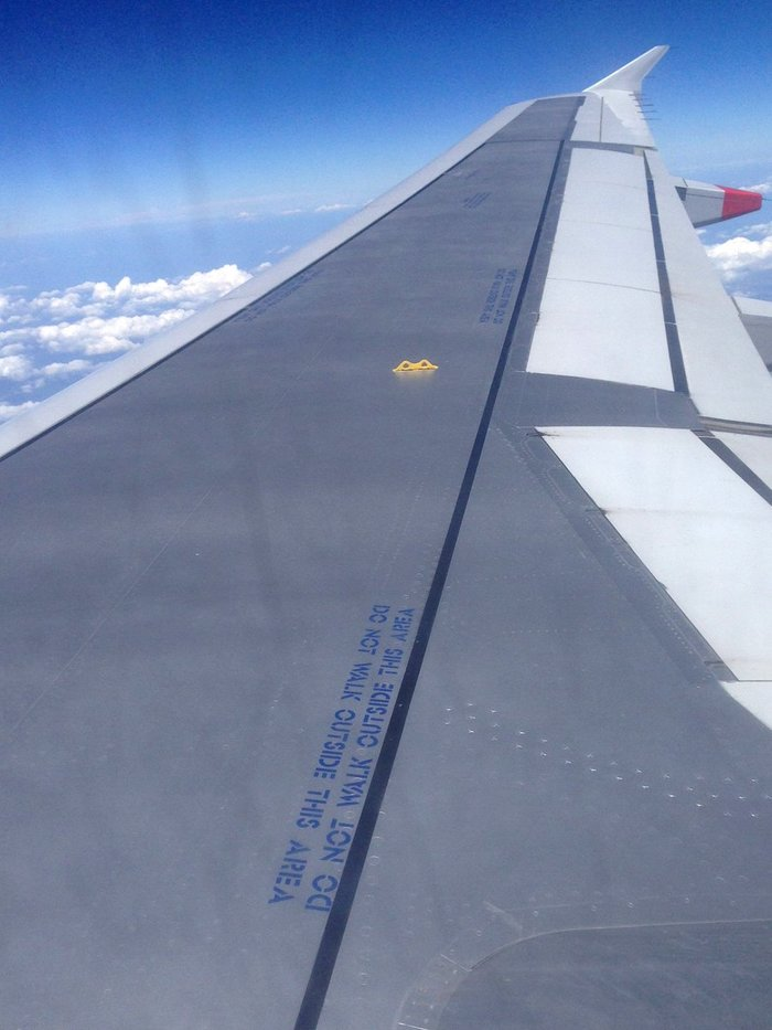BA Airbus A320 wing lettering 1