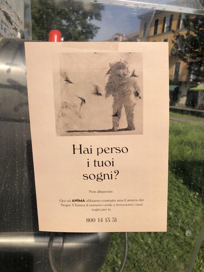 """""""Hai perso i tuoi sogni?"""" Italian ad spotted in Milan."""