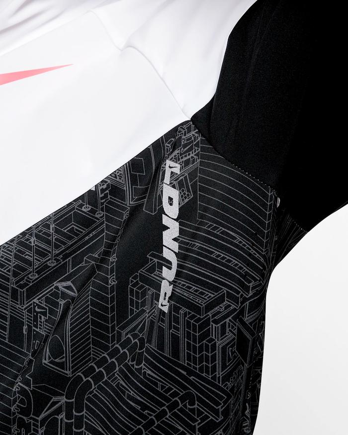 Nike Windrunner (London) 5