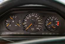 Mercedes-Benz W124 dashboard