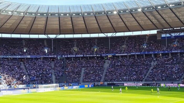 Blau-weißes Stadion 4
