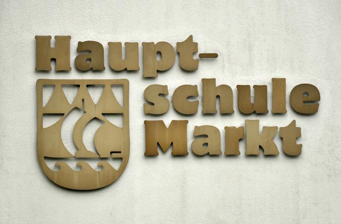 Hauptschule Markt, Hard 2
