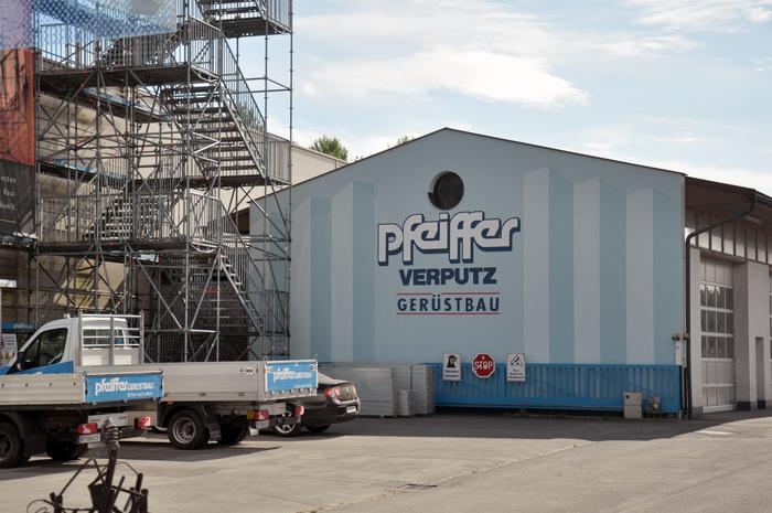 Pfeiffer logo 4